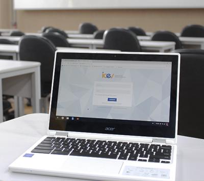 Um computador por aluno: chromebooks serão entregues para alunos no primeiro dia de aula