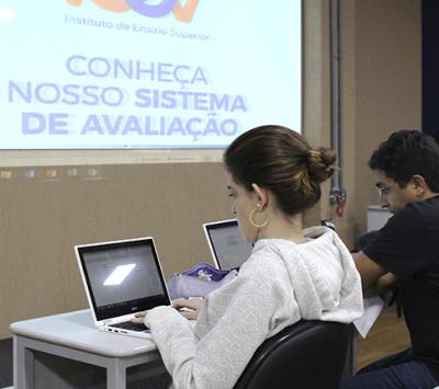 Noções de Economia marcam segundo dia de aula no iCEV
