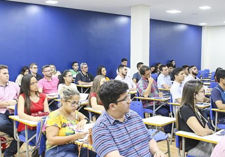 Pós-graduação iCEV têm aula inaugural com mesa redonda, palestras e coquetel