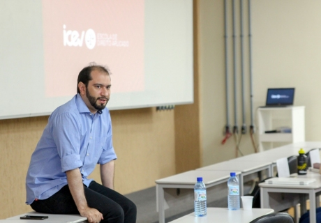 """""""Não tem mais espaço para a advocacia amadora"""": Lucas Villa palestra para alunos de Direito"""