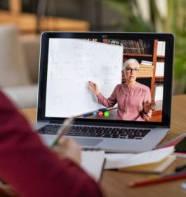 US colleges urged to sharpen online teaching for next year